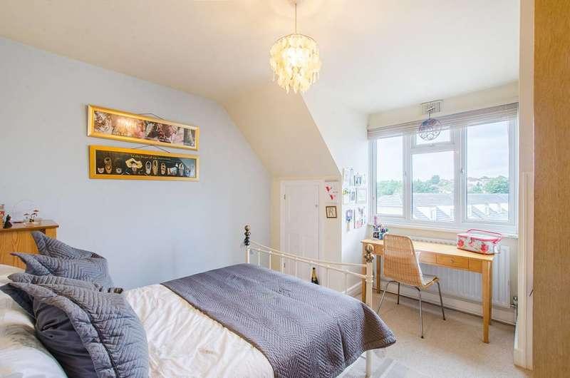 2 Bedrooms Flat for sale in Burnt Ash Lane, Bromley, BR1