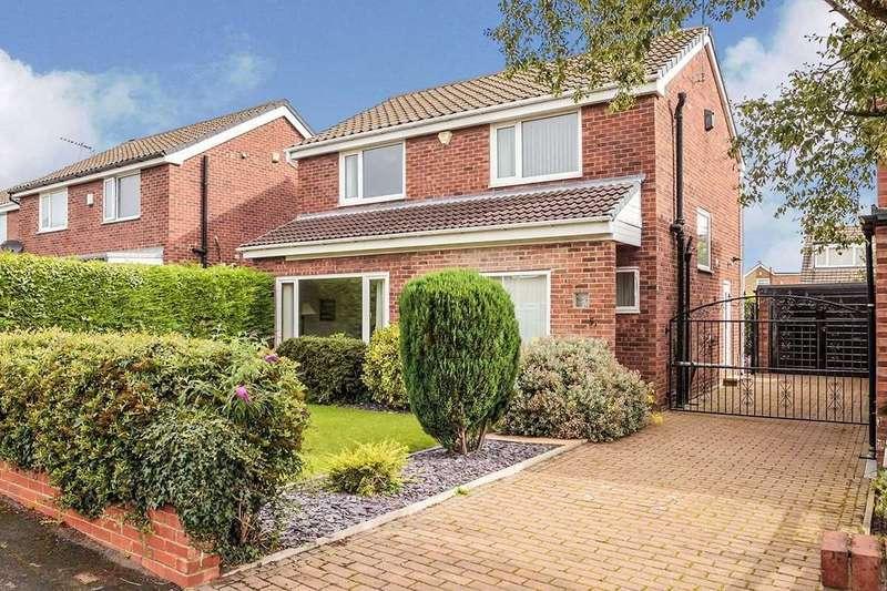 3 Bedrooms Detached House for sale in Whinmoor Crescent, Leeds, West Yorkshire, LS14