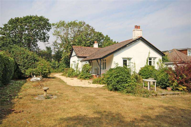 3 Bedrooms Bungalow for sale in Barton Court Avenue, Barton on Sea, New Milton, Hampshire, BH25