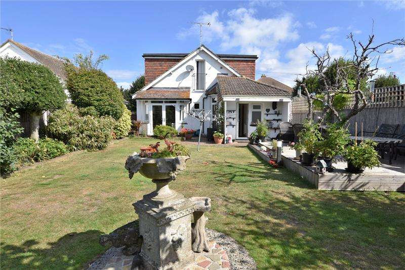 4 Bedrooms Bungalow for sale in South Avenue, Southend-on-Sea, Essex, SS2