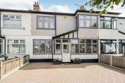 4 Bedrooms Terraced House for sale in Redbridge, Essex