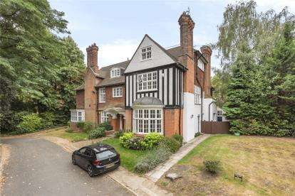 4 Bedrooms Flat for sale in Bonchester Close, Chislehurst