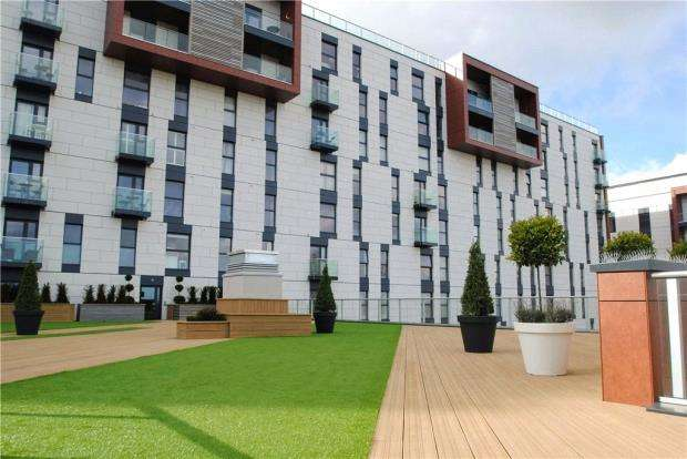 2 Bedrooms Apartment Flat for sale in Beaumont Court, 61-71 Victoria Avenue, Southend-on-Sea