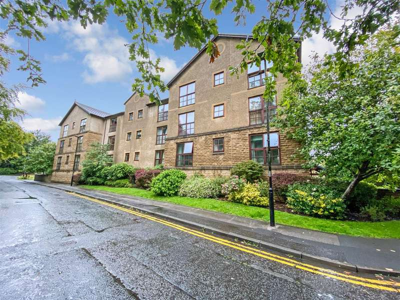2 Bedrooms Apartment Flat for sale in Ashwood Court, Bridge Road - a 2 bed apartment with private parking