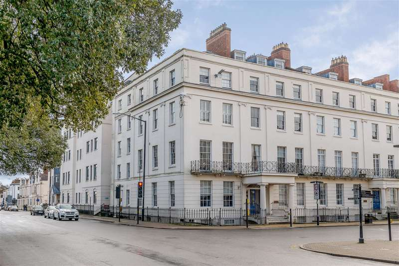 2 Bedrooms Apartment Flat for sale in George House, 1 The Parade, Leamington Spa, Warwickshire