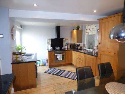 3 Bedrooms Terraced House for sale in London Road, Holyhead, Sir Ynys Mon, LL65