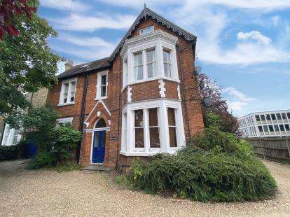 2 Bedrooms Flat for sale in Dynevor Road, Bedford, Bedfordshire