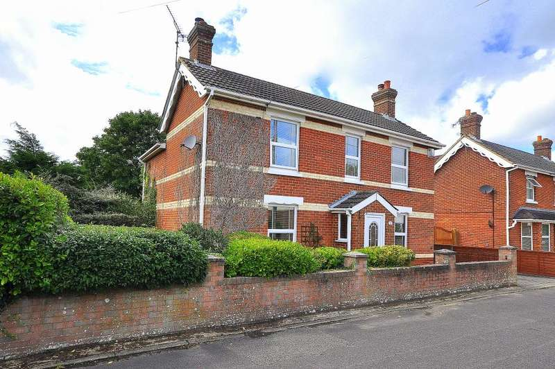 4 Bedrooms Detached House for sale in Middleton Road, Ringwood, BH24 1RN