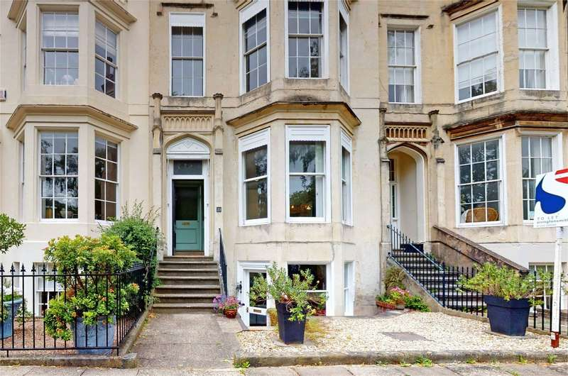 1 Bedroom Flat for sale in Clarence Square, Cheltenham, Gloucestershire
