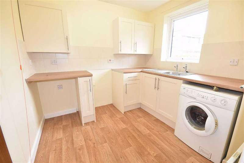 2 Bedrooms Town House for sale in Champions Court, Dursley, GL11