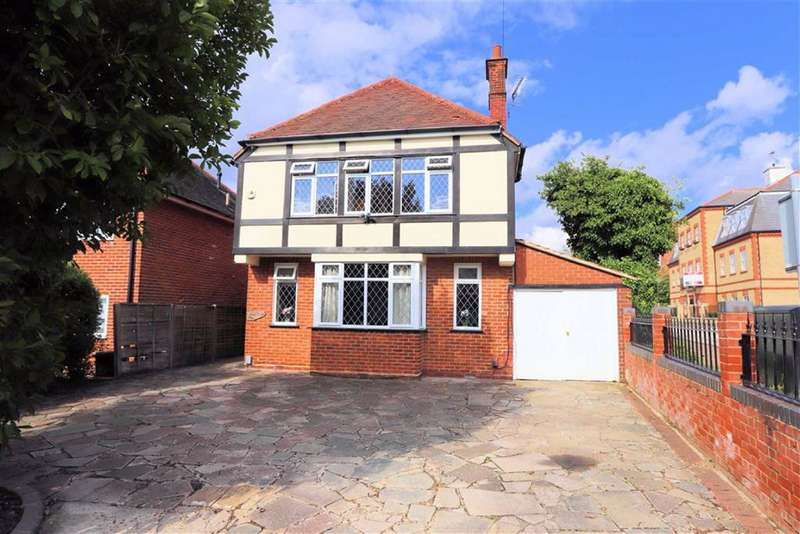 3 Bedrooms Detached House for sale in St Johns Road, Epping