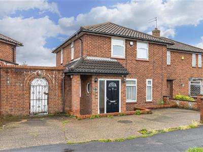 3 Bedrooms Semi Detached House for sale in Crown Road, Borehamwood