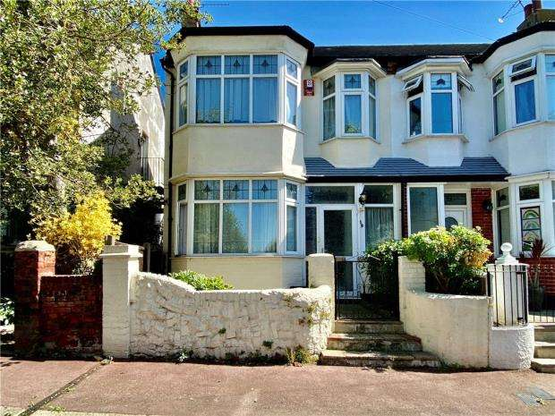3 Bedrooms House for sale in Hadleigh Road, Westcliff-on-Sea, Essex