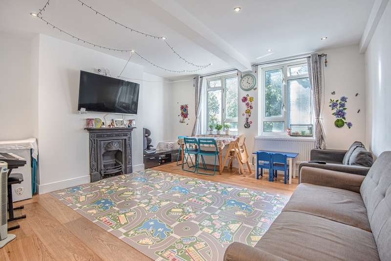 3 Bedrooms Apartment Flat for sale in Alexandra Gardens, London, W4