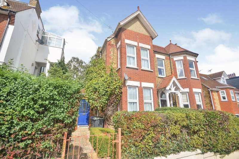 3 Bedrooms Semi Detached House for sale in West Cliff Road, Broadstairs, CT10