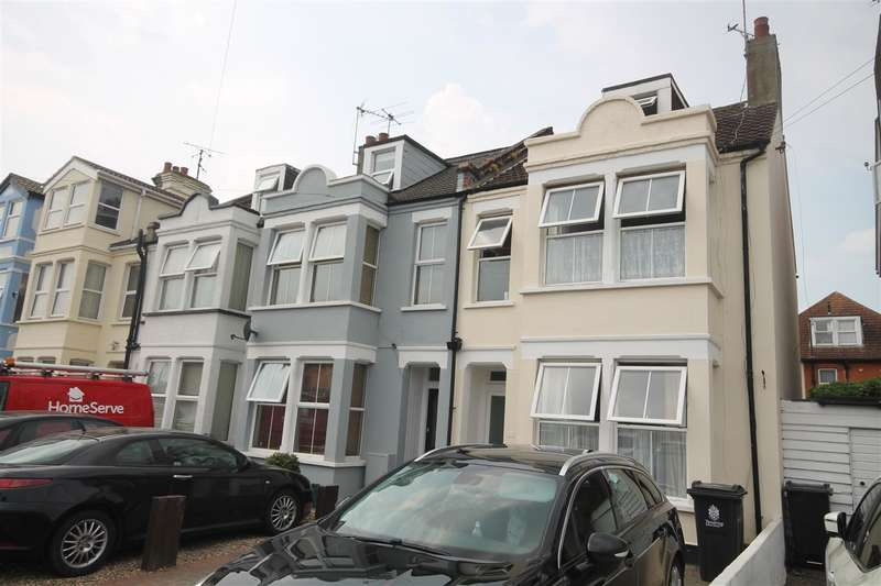 3 Bedrooms Apartment Flat for sale in Hayes Road, Clacton on Sea