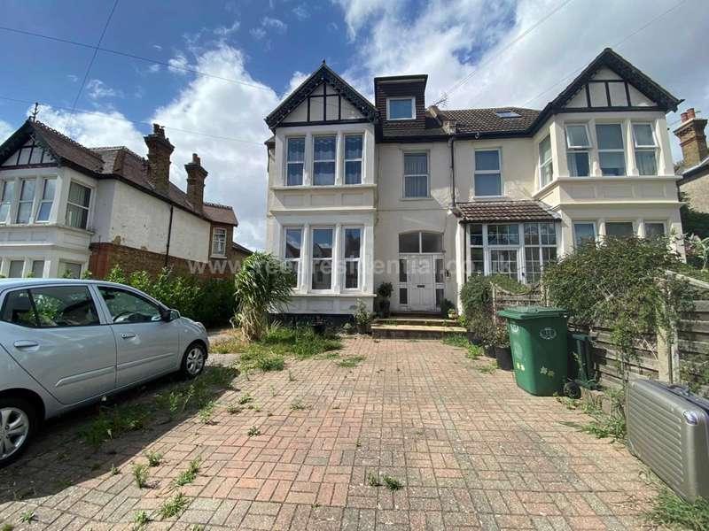 2 Bedrooms Flat for sale in Preston Road, Westcliff On Sea