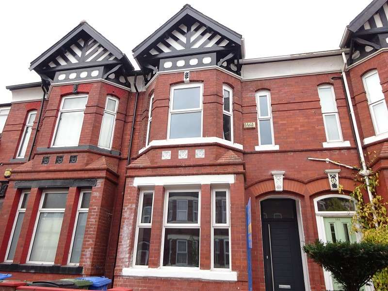 4 Bedrooms Terraced House for sale in Stamford Street, Old Trafford, Manchester. M16 9LU