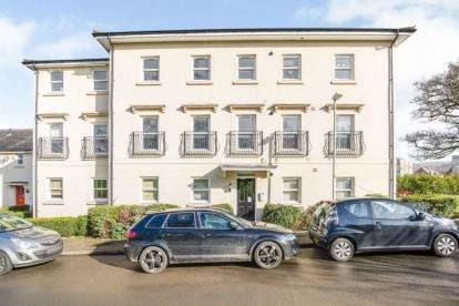 2 Bedrooms Flat for sale in Brockweir Road, Cheltenham, Gloucestershire