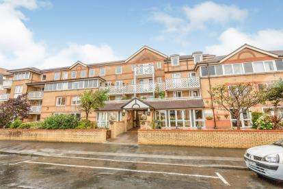 1 Bedroom Flat for sale in Poplar Court, Kings Road, Lytham St. Annes, Lancashire, FY8
