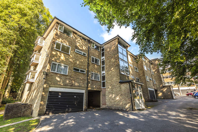 3 Bedrooms Flat for sale in Northlands Drive, Winchester