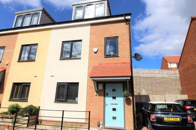 3 Bedrooms Town House for sale in Featherwood Avenue, Newcastle upon Tyne, Tyne and Wear, NE15