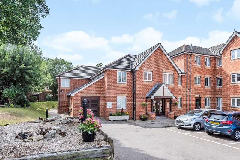 2 Bedrooms Ground Flat for sale in Draper Court, Mavis Grove, Hornchurch, RM12 6BN