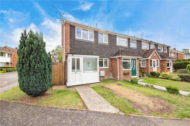 3 Bedrooms End Of Terrace House for sale in Maple Gardens, Yateley, Hampshire