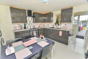 2 Bedrooms End Of Terrace House for sale in Kingsnorth Road, Ashford, Kent