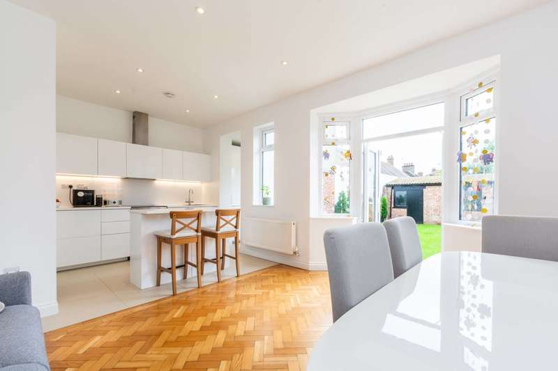 3 Bedrooms End Of Terrace House for sale in Streatham Road, Furzedown, SW16