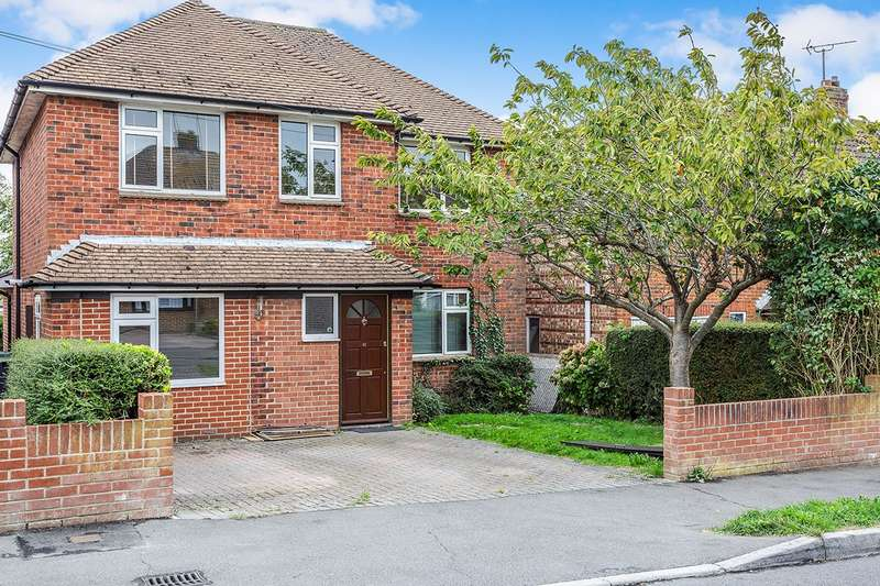 4 Bedrooms Detached House for sale in Penhurst Road, Havant, Hampshire, PO9