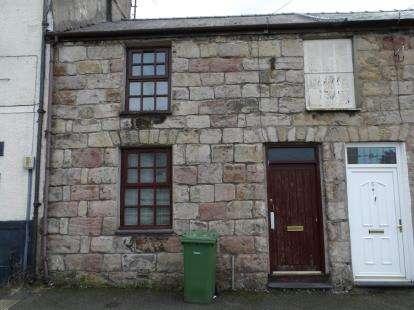 2 Bedrooms Terraced House for sale in New Street, Caernarfon, Gwynedd, LL55