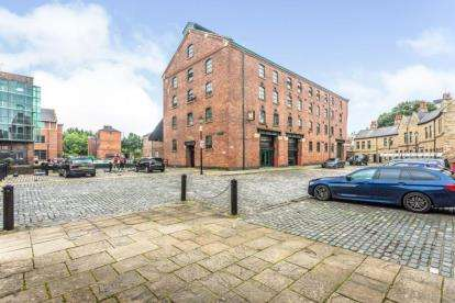 2 Bedrooms Flat for sale in The Warehouse, Victoria Quays, Wharf Street, Sheffield