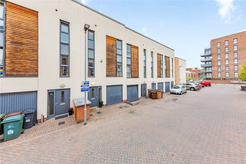 4 Bedrooms Terraced House for sale in Fellowship Close, Dagenham, RM8