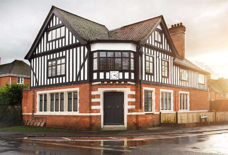 2 Bedrooms Apartment Flat for sale in Dillinger, Sway Road, Brockenhurst, Hampshire, SO42