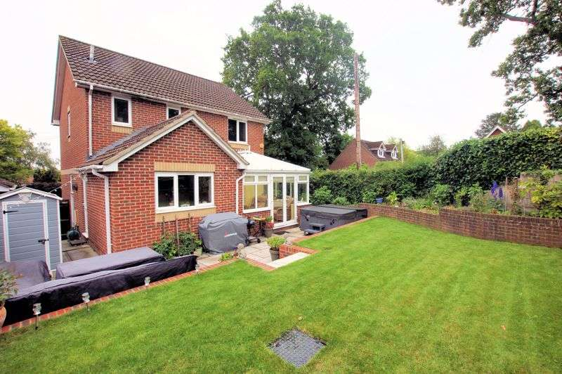 4 Bedrooms Property for sale in Funtley Hill, Fareham, PO16