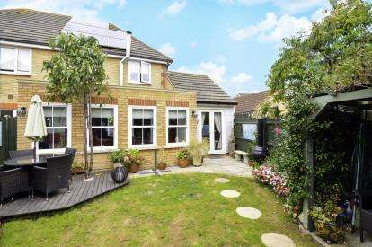 3 Bedrooms Semi Detached House for sale in Pitsea, Basildon, Essex