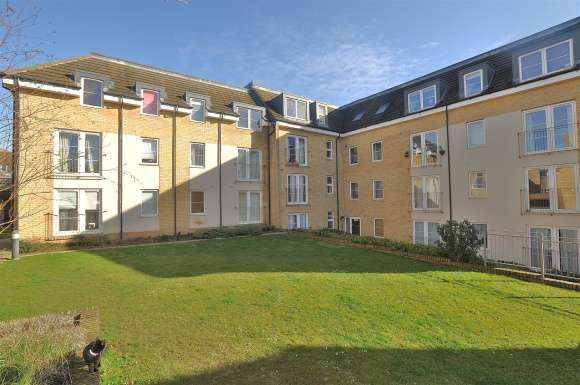 2 Bedrooms Flat for sale in Grove Road, Hitchin