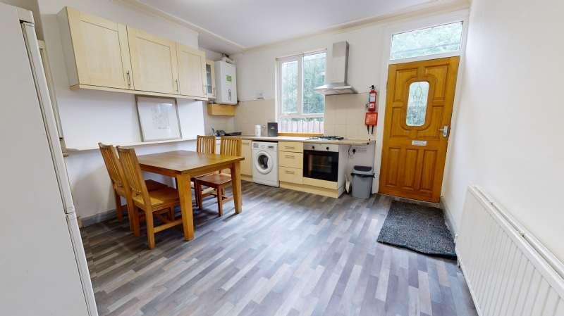 5 Bedrooms Terraced House for rent in Beechwood Grove, Burley, Leeds