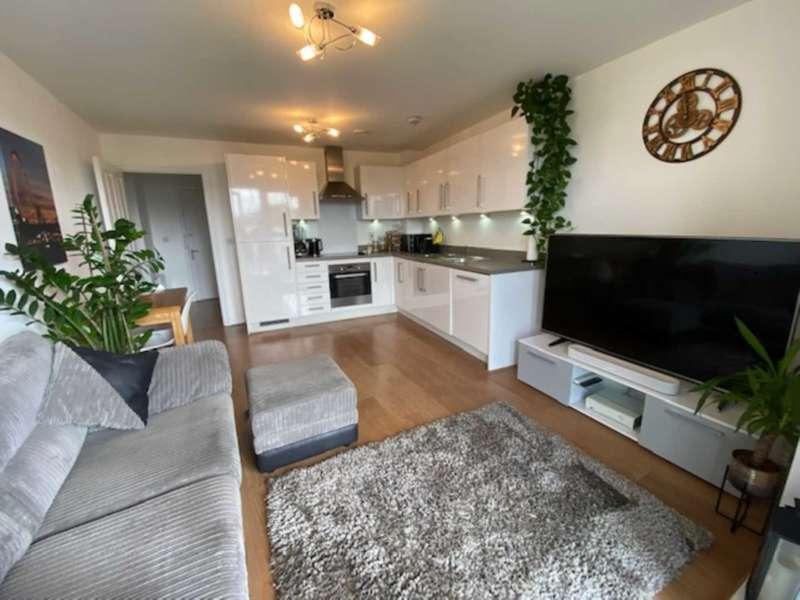 2 Bedrooms Flat for sale in Gemini Park, Borehamwood