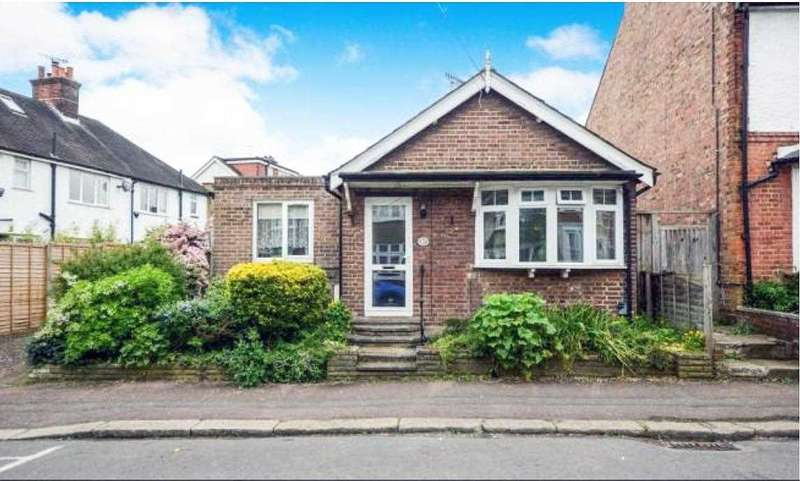2 Bedrooms Detached Bungalow for sale in Rudolph Road, Bushey, WD23.