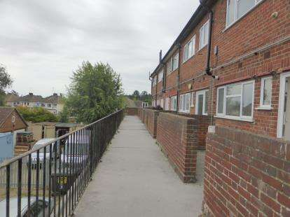 3 Bedrooms Maisonette Flat for sale in Hockley, Essex