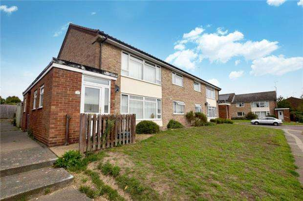3 Bedrooms Maisonette Flat for sale in Hamlet Drive, Colchester, Essex