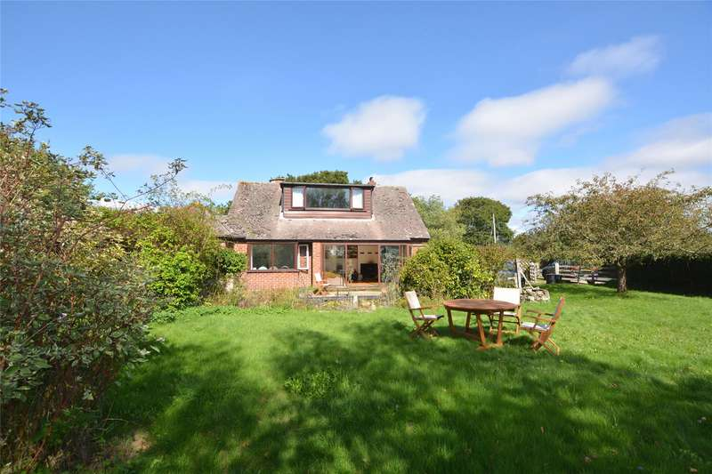 3 Bedrooms Detached House for sale in Lymington Road, East End, Lymington, Hampshire, SO41
