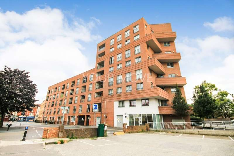2 Bedrooms Flat for sale in Angel Way, Romford, RM1
