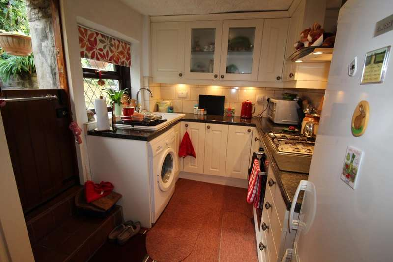 2 Bedrooms Cottage House for sale in Bolton Road North, Ramsbottom, Bury