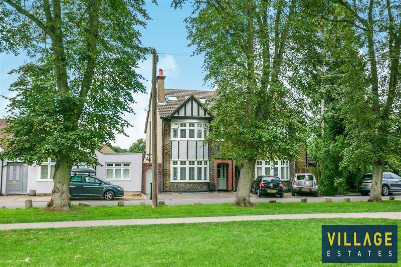 4 Bedrooms House for sale in Watford Heath, Watford
