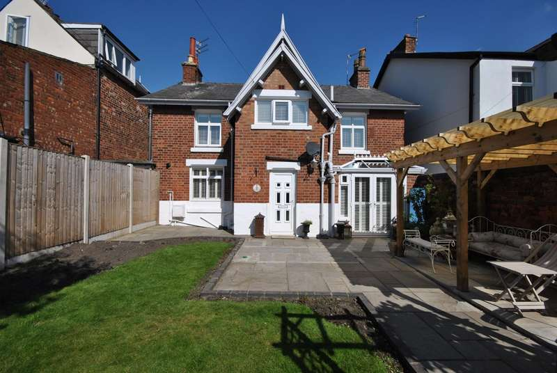 2 Bedrooms Cottage House for sale in South Warton Street, Lytham , FY8