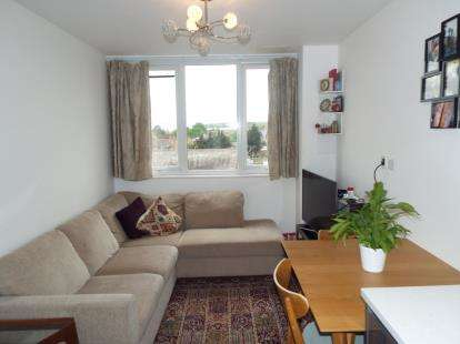 1 Bedroom Flat for sale in Bartholomew Court, High Street, Waltham Cross, Hertfordshire
