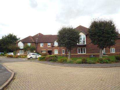 2 Bedrooms Flat for sale in Home Mead, Denmead, Hampshire